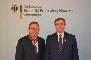 Ryszard Galla (links), Sejm-Abgeordneter der Deutschen Minderheit in Polen,  und Bernard Gaida, Vorsitzender des Verbandes der deutschen sozial-kulturellen Gesellschaften in Polen (VdG), wurden mit dem Bundesverdienstkreuz ausgezeichnet. Bildquelle: VdG