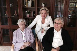 Danzigs Generalkonsulin Cornelia Pieper (Mitte) besucht Hans und Christine Koschnick in Bremen. Bildquelle: GK Danzig